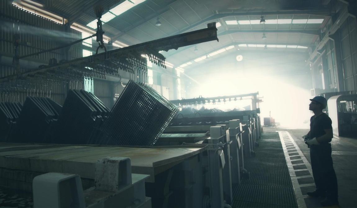 ¿Cómo se fabrica el tramex galvanizado y para qué se usa?
